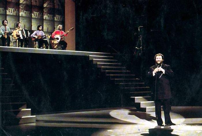 Иван Ребров на сцене | Фото: russianshanson.info