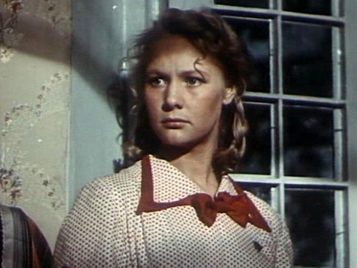 Ия Арепина в фильме *Большая семья*, 1954 | Фото: kino-teatr.ru