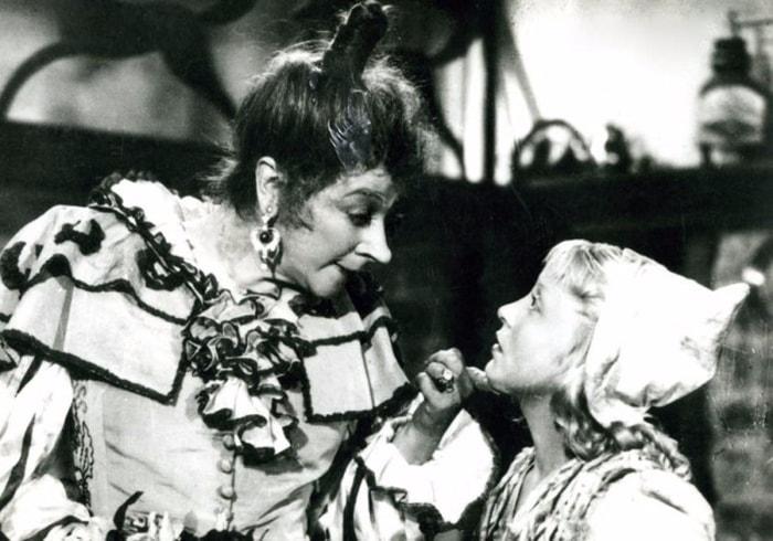 Фаина Раневская и Янина Жеймо в фильме *Золушка*, 1947 | Фото: liveinternet.ru