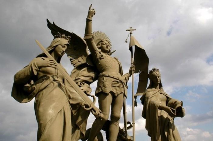 Памятник Жанне д'Арк в Домреми | Фото: parisgid.ru