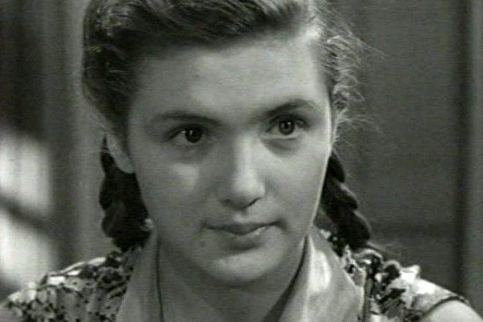Кадр из фильма *Повесть о первой любви*, 1957 | Фото: kino-teatr.ru