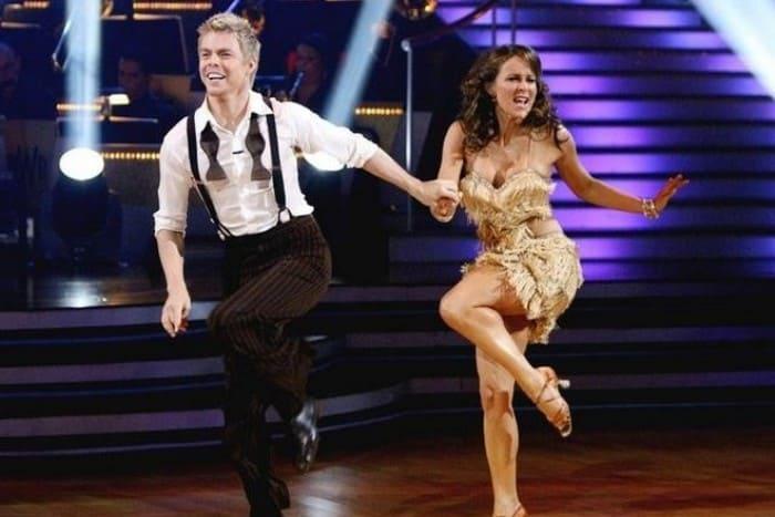 Дженнифер Грей и Дерек Хаф в шоу *Танцы со звездами*, 2010 | Фото: 24smi.org
