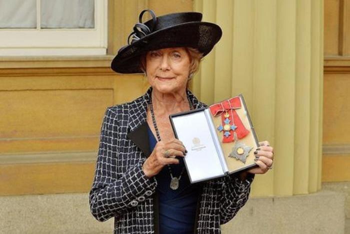 Джиллиан Линн с орденом Британской империи | Фото: babr24.net