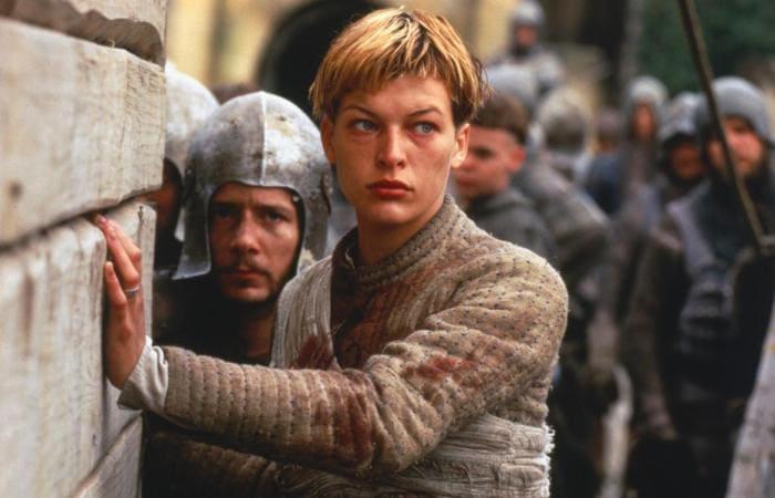 Мила Йовович в роли Жанны Д'Арк, 1999 | Фото: kino-teatr.ru
