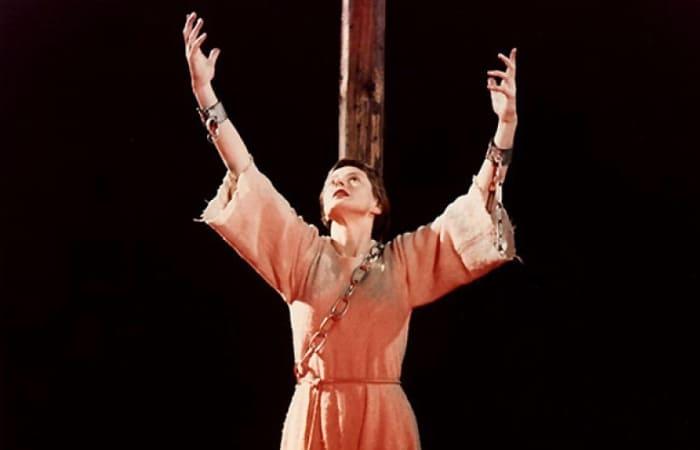 Ингрид Бергман в мюзикле *Жанна Д'Арк на костре*, 1954 | Фото: tele.ru