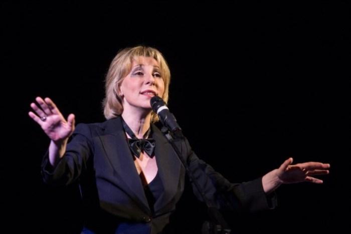 Актриса на сцене | Фото: myslo.ru