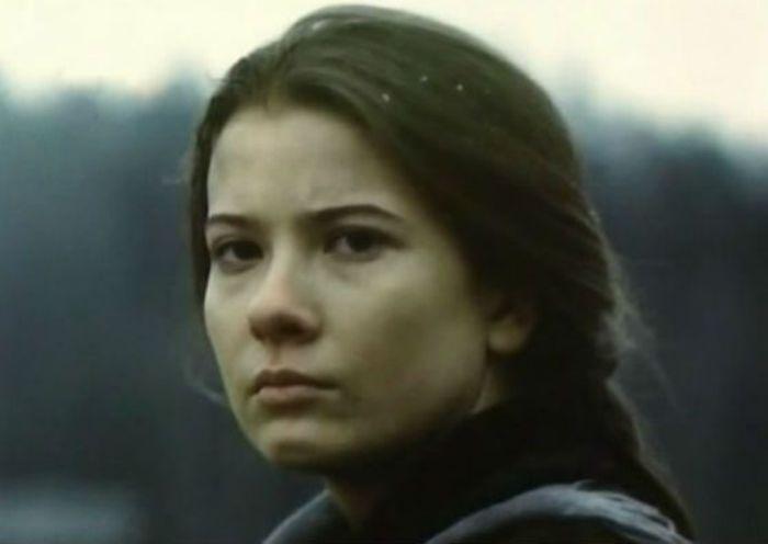 Дебютная роль актрисы в фильме *Пойти и не вернуться*, 1992 | Фото: uznayvse.ru