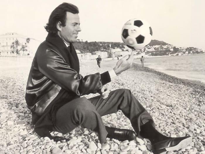 Хулио Иглесиас мог бы стать футболистом | Фото: womanhit.ru