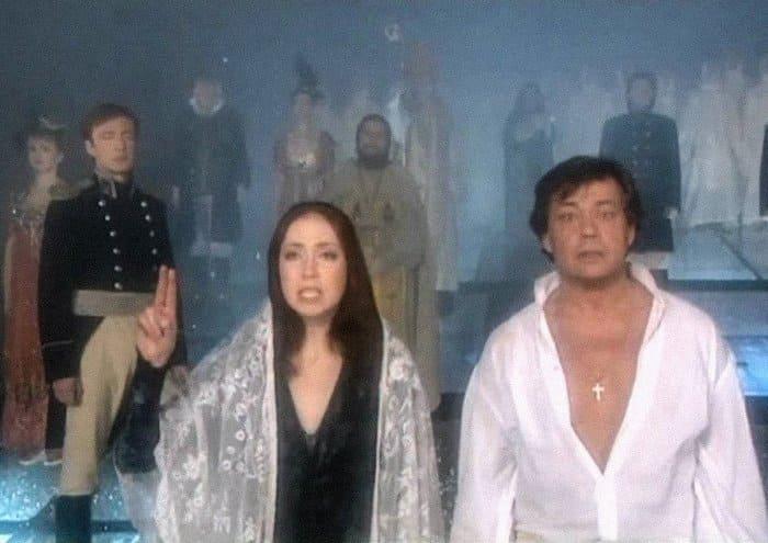 Анна Большова и Николай Караченцов в спектакле *Юнона и Авось* | Фото: saltmag.ru