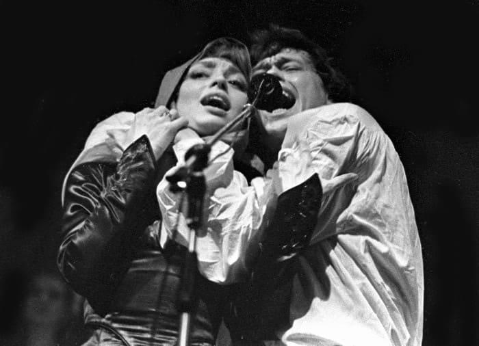 Елена Шанина и Николай Караченцов в спектакле *Юнона и Авось*   Фото: life.ru