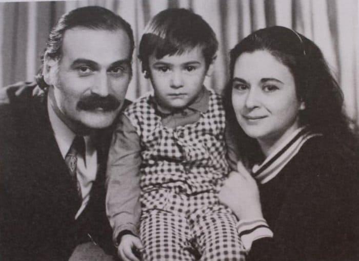 Актер с женой и сыном | Фото: chaskor.ru