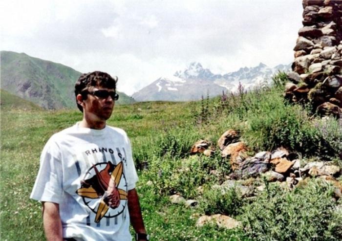 Сергей Бодров на съемках своего последнего фильма *Связной*. Северная Осетия, Кармадонское ущелье, 2002 | Фото: doseng.org