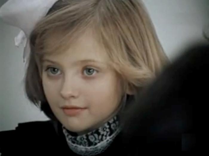 Катя Лычева в фильме *Сильная личность из 2-А*, 1984 | Фото: kino-teatr.ru