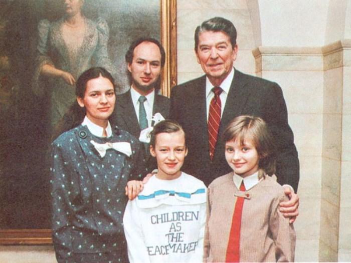 Посланник доброй воли Катя Лычева с президентом США Р. Рейганом | Фото: fb.ru
