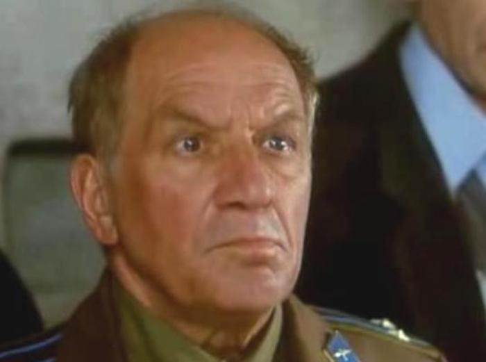 Лев Дуров в фильме *Сирота казанская*, 1997 | Фото: kino-teatr.ru