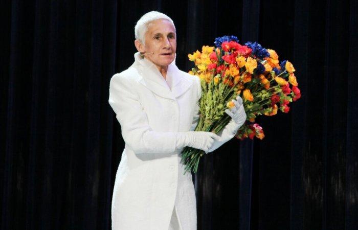 Актриса на сцене театра   Фото: kp.ru