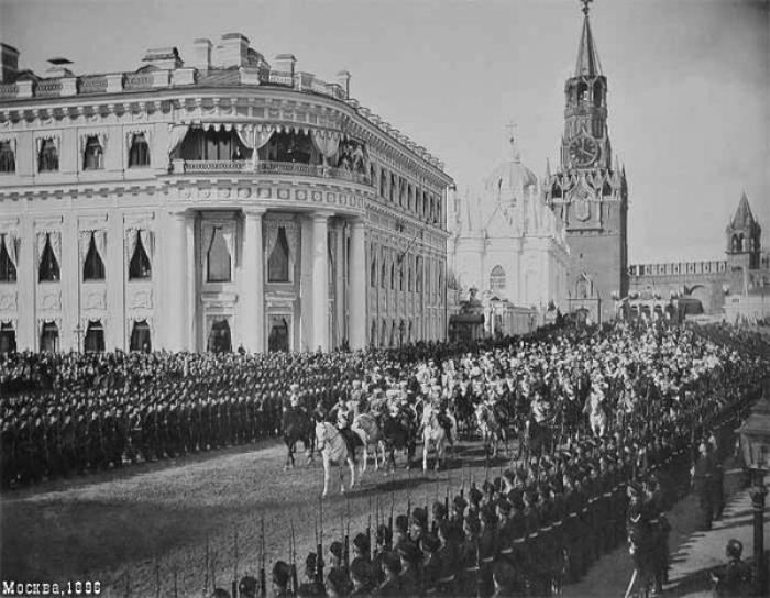 Въезд процессии в Кремль