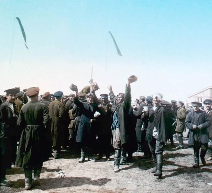 Народные гуляния на празднике в честь коронации императора Николая II