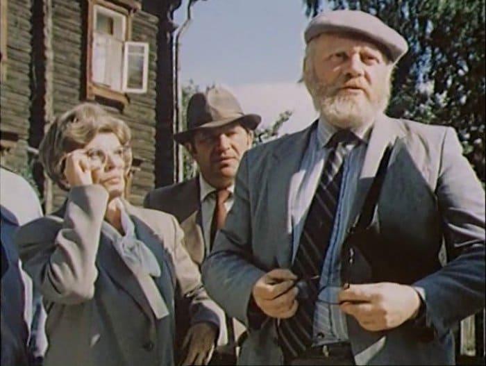 Кир Булычев снялся в эпизодической роли в фильме *Родимое пятно*, снятом по его рассказу | Фото: kino-teatr.ru
