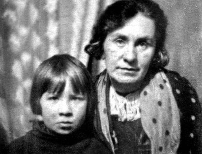 Кира с матерью   Фото: biography-life.ru
