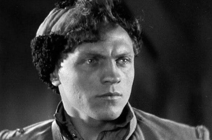 Леонид Кмит в роли Петьки в фильме *Чапаев*, 1934 | Фото: aif.ru