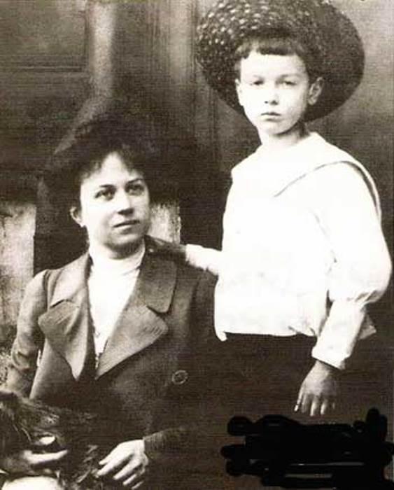 Александра Коллонтай с сыном