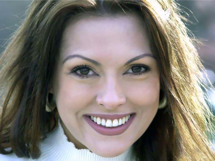 Одна из самых красивых и популярных турецких актрис   Фото: kino-teatr.ru