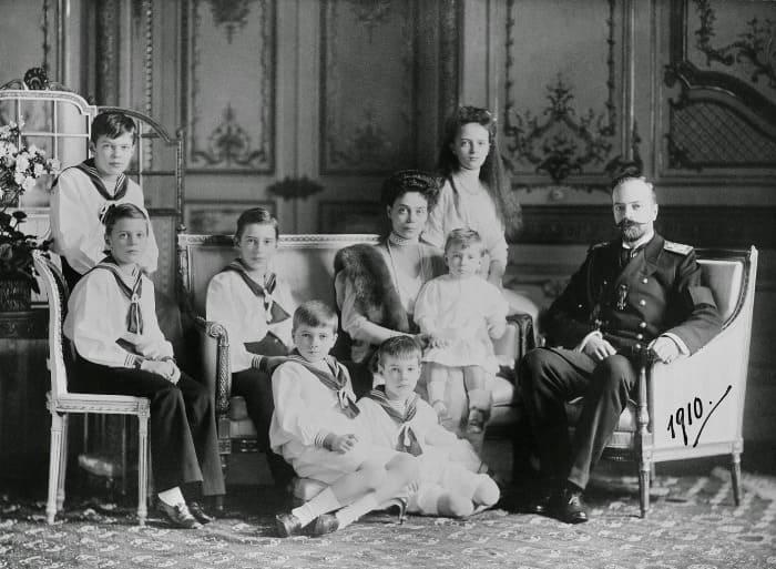 Великая княгиня Ксения Александровна с супругом и детьми, 1910 | Фото: romanovs-russia.blogspot.ru