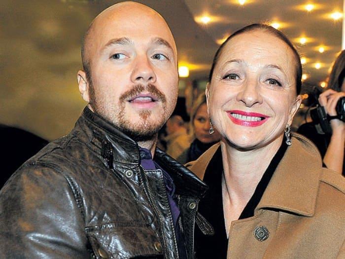 Ксения Рябинкина с сыном, актером Евгением Стычкиным   Фото: eg.ru