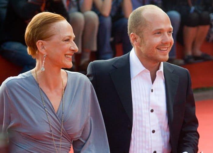 Ксения Рябинкина с сыном, актером Евгением Стычкиным   Фото: kino-teatr.ru
