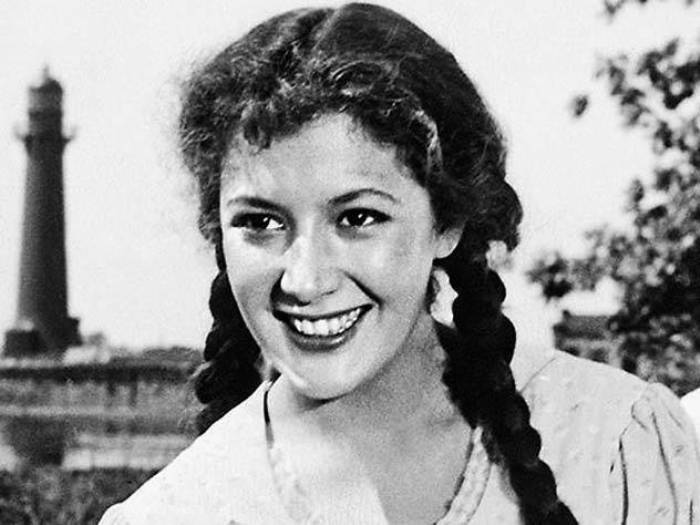 Первая красавица советского кино конца 1950-х – начала 1960-х гг. Кюнна Игнатова   Фото: liveinternet.ru
