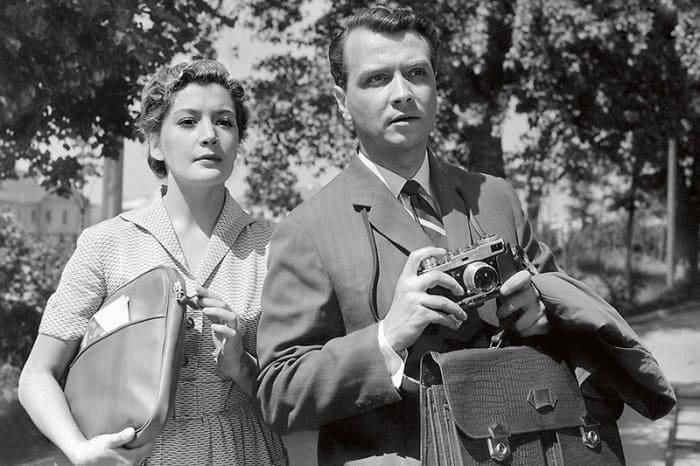 Актриса с первым мужем, актером Вячеславом Соколовым, в фильме *И снова утро*, 1960   Фото: liveinternet.ru