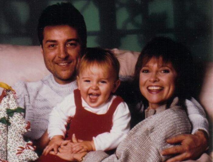Певица с первым мужем и сыном, начало 1990-х гг. | Фото: istpravda.com.ua