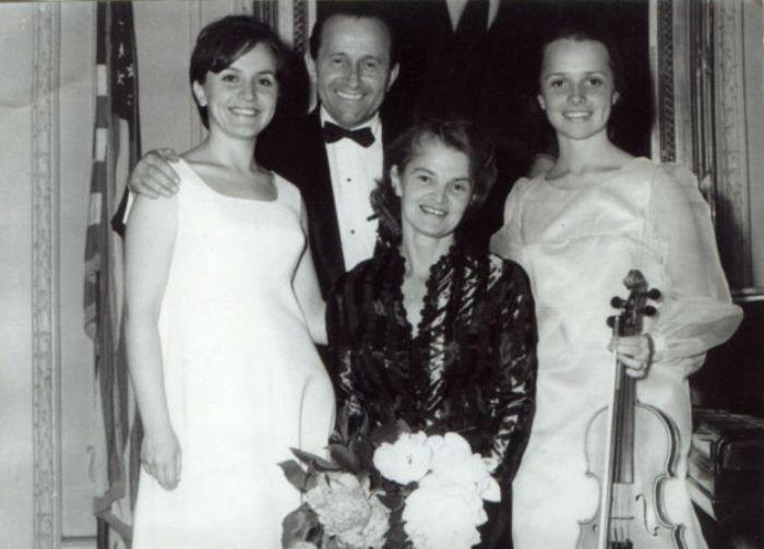 Квитка Цисык (справа) с семьей | Фото: istpravda.com.ua