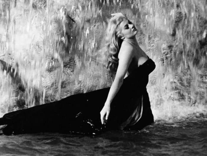 Анита Экберг в фильме *Сладкая жизнь*, 1960 | Фото: kino-teatr.ru