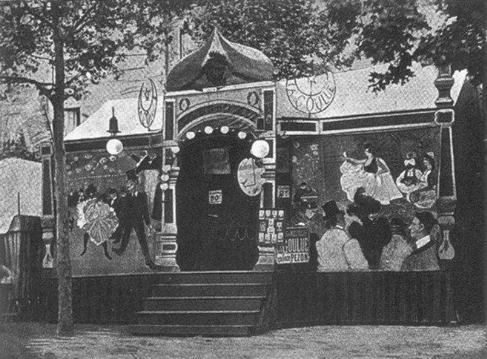 Ярмарочный балаган Ла Гулю с панно кисти Анри де Тулуз-Лотрека, 1895 г.   Фото: aria-art.ru