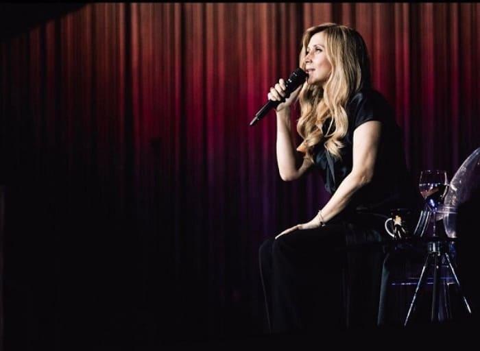 Певица на сцене | Фото: liza.ua