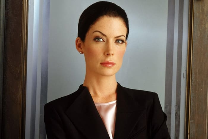Лара Флинн Бойл в сериале *Практика* | Фото: 24smi.org