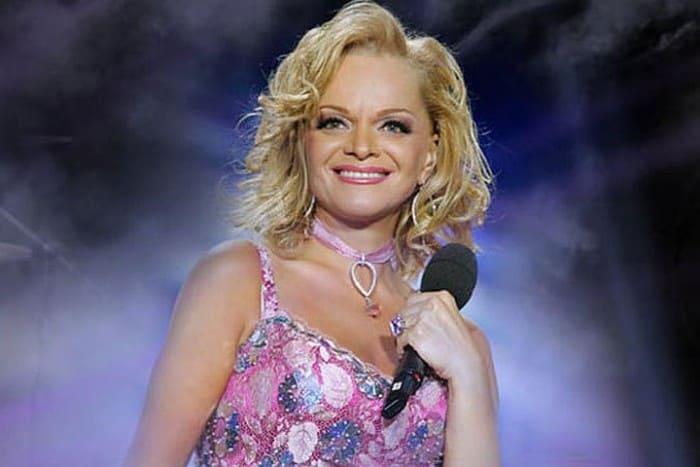 Певица на сцене | Фото: kp.ru