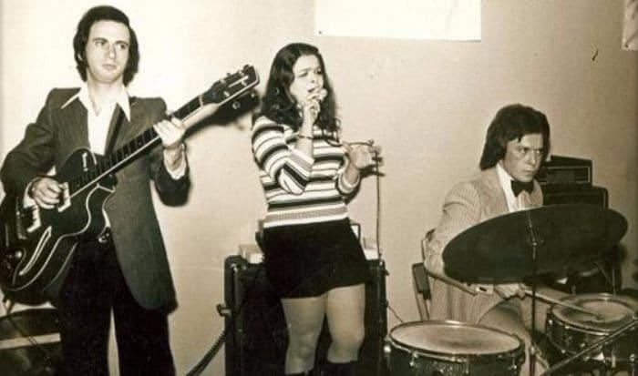 Первая популярность пришла к певице еще в школьном возрасте | Фото: uznayvse.ru