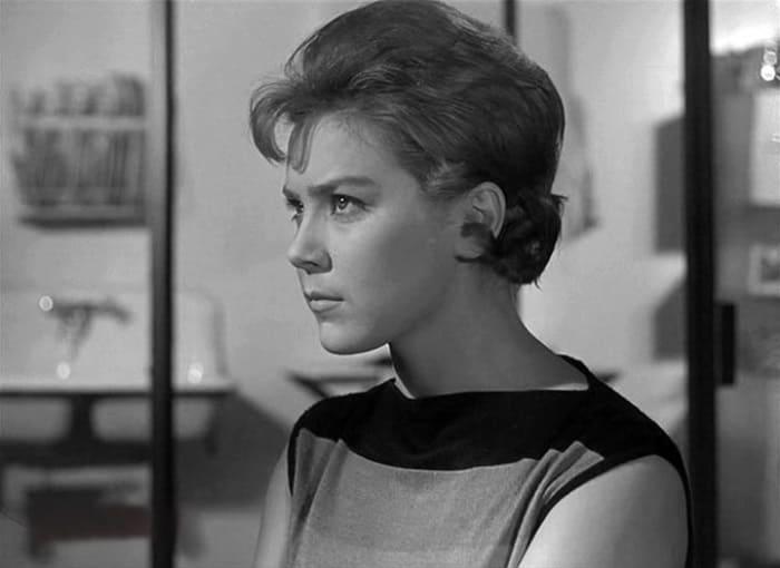 Лариса Голубкина в фильме *Дайте жалобную книгу*, 1965 | Фото: kino-teatr.ru