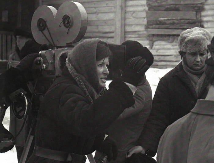 Режиссер на съемках фильма *Восхождение*, 1976 | Фото: kino-teatr.ru