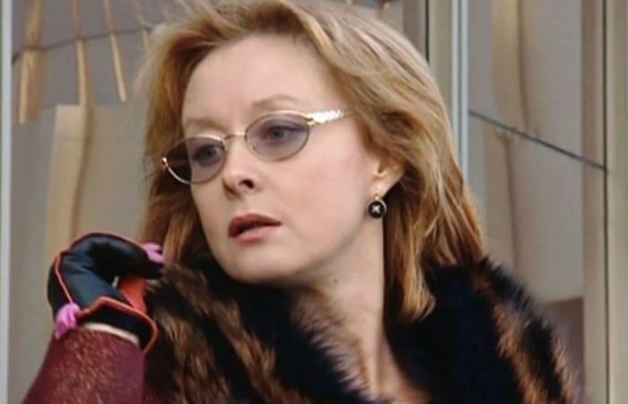Лариса Удовиченко в сериале *Даша Васильева. Любительница частного сыска*, 2003 | Фото: kino-teatr.ru