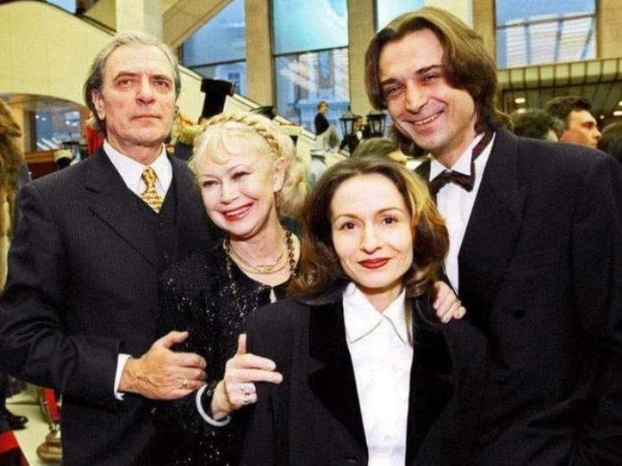 Александр Лазарев и Светлана Немоляева с сыном и невесткой | Фото: 24smi.org