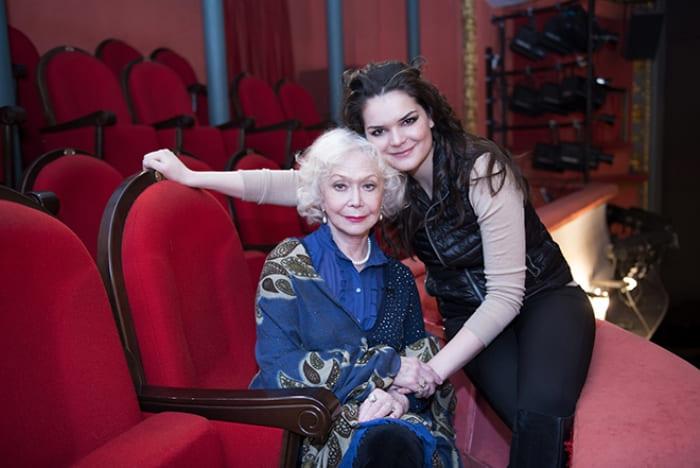 Полина Лазарева и ее бабушка, Светлана Немоляева | Фото: 24smi.org