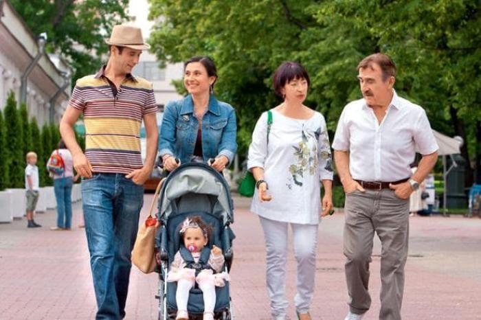Актер с женой, дочкой, зятем и внучкой | Фото: 24smi.org