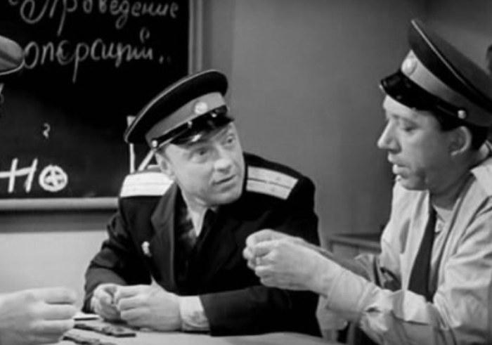 В фильме *Ко мне, Мухтар!* Кмит снимался вместе с Юрием Никулиным, 1964 | Фото: aif.ru