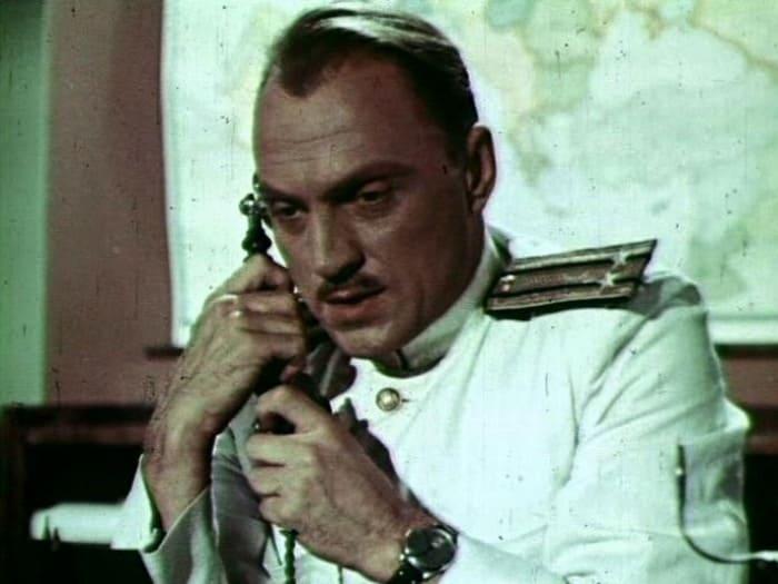 Кадр из фильма *В мирные дни*, 1950 | Фото: kino-teatr.ru