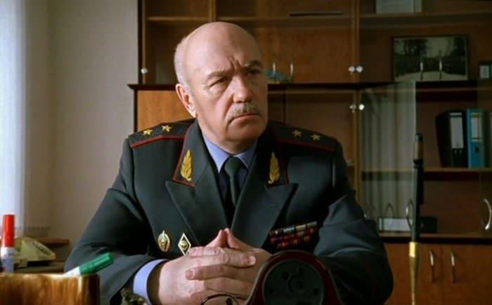 Леонид Куравлев в сериале *Бригада*, 2002   Фото: kino-teatr.ru
