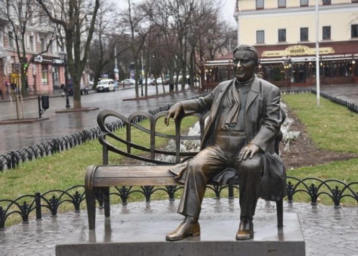 Памятник Утесову в Одессе   Фото: weekend.zone